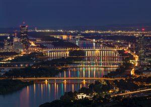 Wien bei Nacht Donaubrücken / Vienna at night Danube bridges